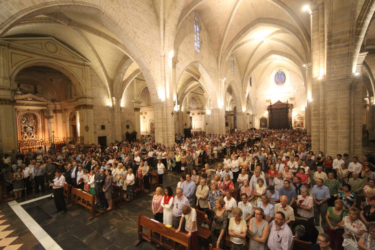 Los fieles llenaron la Catedral de Valencia/j.peiró