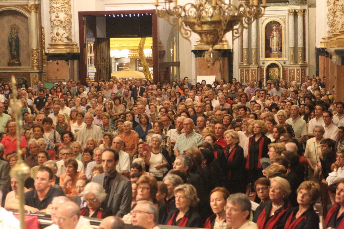 Mäs de 2.000 personas participaron en la apertura de la primera capilla de la Adoración Nocturna/j. peiro