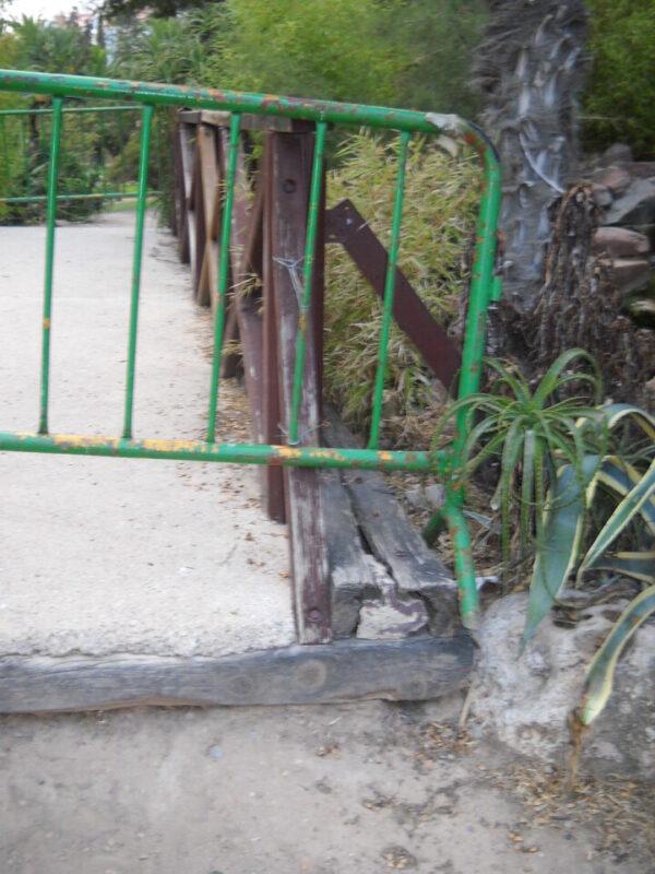 Desperfectos en una zona del parque de Benicalap/eu
