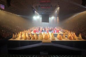 Las candidatas grandes e infantiles en la Fonteta en el inicio del acto/a.romero-j.v. zaragoza