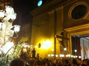 El Cristo de Castellar entrando a la iglesia de Ntra. Sra. de Lepanto/r.