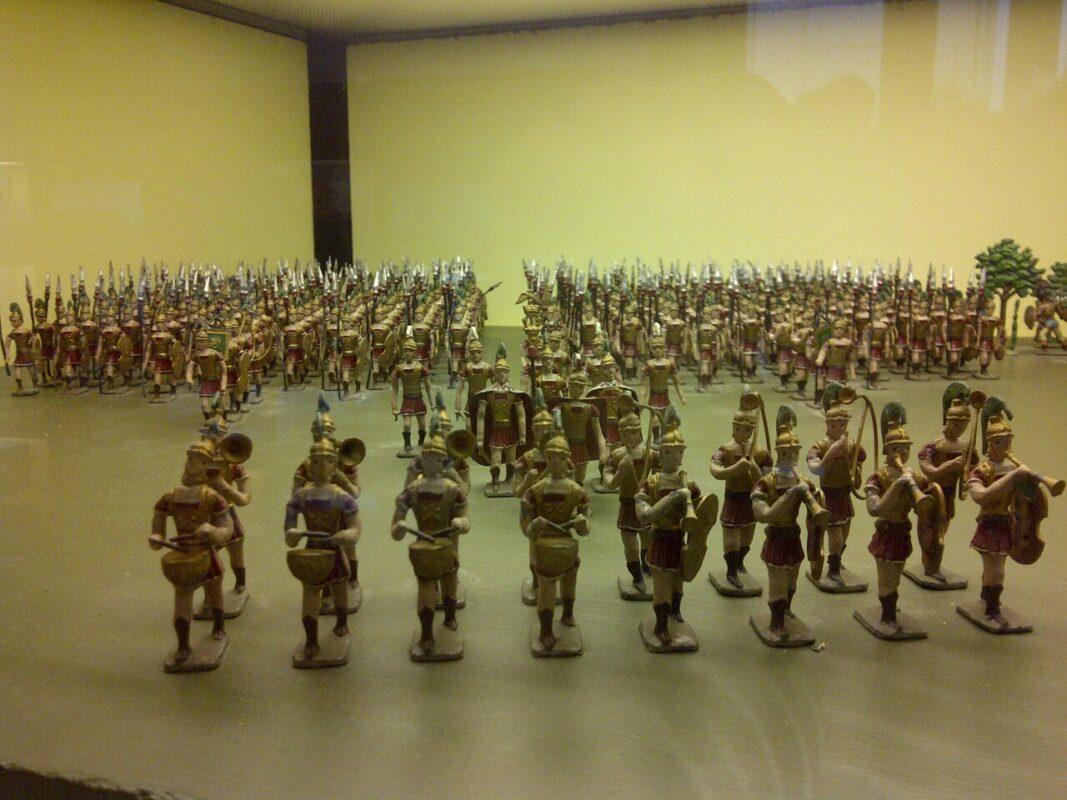 Un diorama con una escena de la batalla de soldados romanos en el museo/vlcciudad