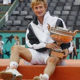 Juan Carlos Ferrero con una de las ensaladeras logradas