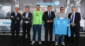 El concejal Cristóbal Grau y representantes de los colectivos del triatlón en la presentación de una prueba