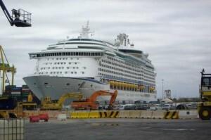 El Adventure Of The Seas atracará en el Muelle de Costa