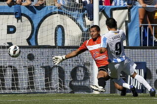 Munua no pudo evitar el gol del pibe Saviola/agencias
