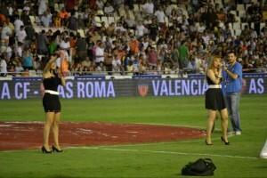 Aisha Bordas ó lo que es lo mismo Ana Isabel Bordas de Luis Cano, de Benimamet, a la derecha en el Mestalla en 2011