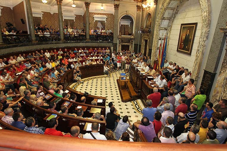 La asamblea de fallas fue de las más multitudinarias aunque faltaron más de 100 fallas/josep v. zaragoza