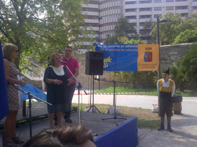 La presidenta del Consejo de Comunidades pronuncia unas palabras en el Día de Asturias/vlcciudad