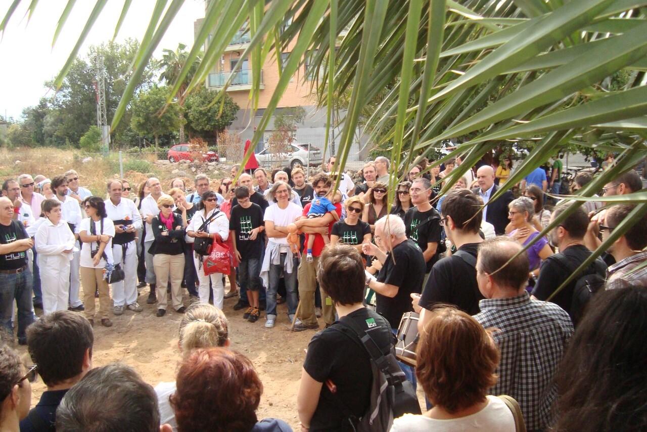 El presidente de la AAVV de Benimaclet, Antonio Pérez, dirige unas palabras al público en el acto de los huertos/aavv benimaclet