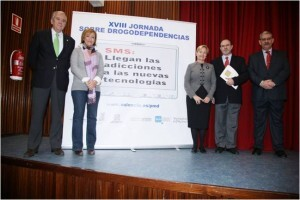 Lourdes Bernal, la segunda por la izquierda, en acto del plan de drogodepencias