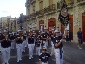 La banda de cornetas y tambores del Canyamelar en la procesión del Carmen en el Grao
