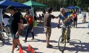 El portavoz Joan Ribó circula en bici por el circuito/g.g.