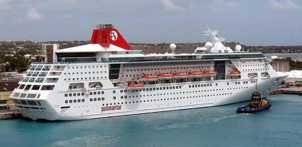 El crucero Empress atracado en un puerto donde hizo escala/vlcciudad