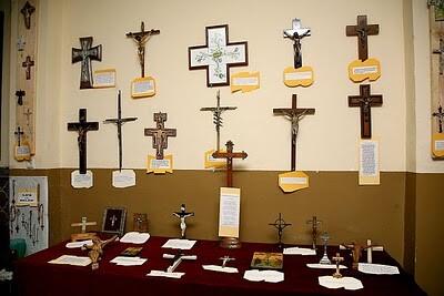 Una zona de la muestra de crucifijos del año pasado/eoselblog