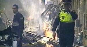 Dos policías después de la explosión de la falla Azcárraga en 2007/rtvv