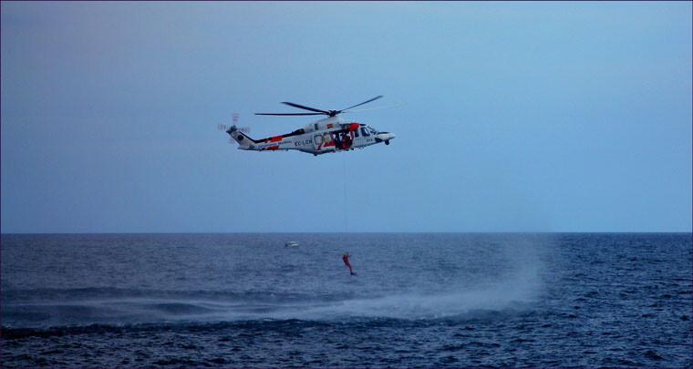 El helicóptero de Salvamento Marítimo en una operación de rescate/salvamento marítimo