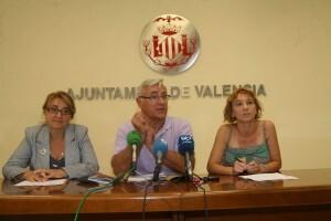 El portavoz de Compromís, Joan Ribó, con las dos concejales, Consol Castillo y Pilar Soriano/compromís
