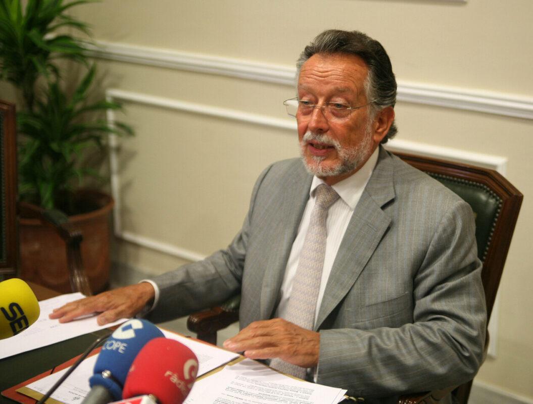 El vicealcalde Alfonso Grau en la comparecencia ante los periodistas/ayto. vlc