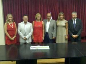 Hombres y mujeres que elegirán a la corte de honor de la Fallera Mayor de Valencia 2013/j.b.