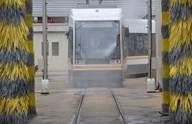 Una unidad del metro entra en uno de los lavaderos/fgv