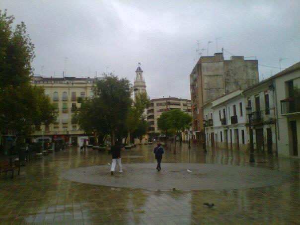 La lluvia obliga a aplazar las actividades de hoy en la plaza de Patraix/t.p.