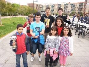 Un grupo de componentes del grupo de ajedrez de Mislata en la plaza Jerónimo Monsoriu/clubajedrezmislata
