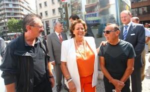 La alcaldesa con Alex Vidal en la inauguración de la plaza de la Moda/josé sapena-ayto valencia