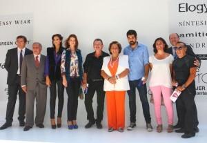 Los modistos y responsables de la VFW con la alcaldesa éste mediodia/josé sapena