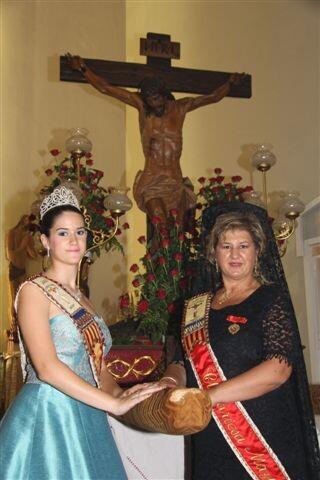 Las dos máximas representantes de las fiestas delante del Cristo