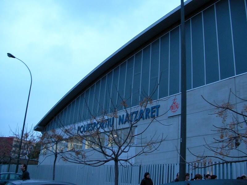 Fachada del polideportivo de Nazaret