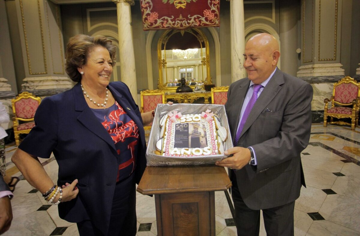La alcaldesa, Rita Barberá, con el presidente del Gremio de Panaderos y Pasteleros/vlc