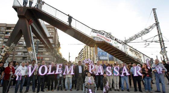 Protestas ciudadanas exigiendo mejoras en la pasarela/e.p.