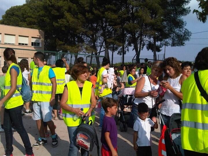 Un grupo de niños y padres durante la protesta