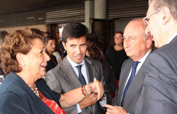 Rita Barberá departe con el presidente de la Autoridad Portuaria en un momento de la inauguración
