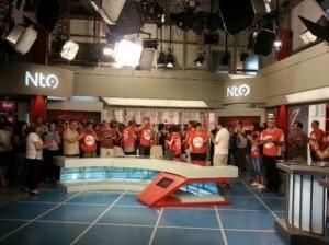 Los trabajadores de RTVV ocupando el set de informativos para protestar contra el ERE