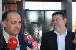 El portavoz del PSPV, Joan Calabuig, con el secretario general, Ximo Puig, en el IES Benicalap en el inicio de curso/gms