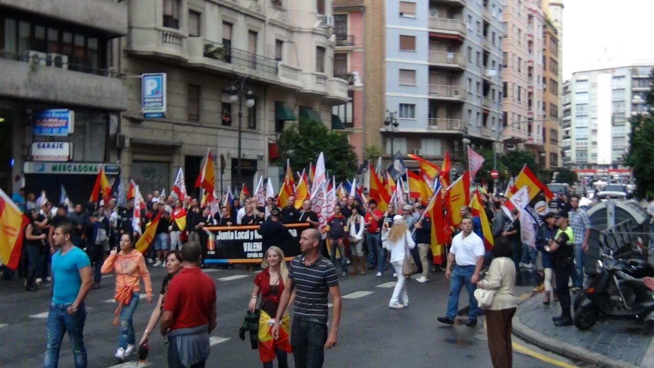 La manifestación a su paso por la calle San Vicente antes de llegar a la plaza San Agustín/España 2000