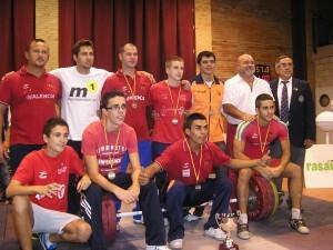El equipo del Valencia C. H. con el presidente de la Federación Española y el de la Valencaina