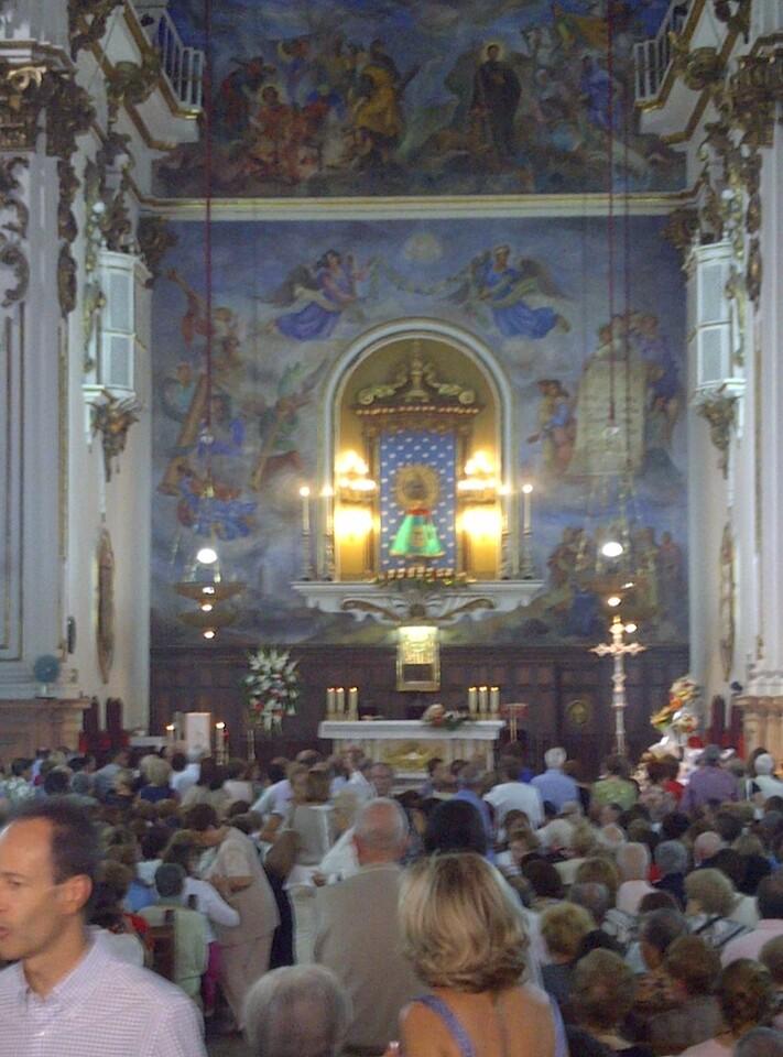 Interior de la iglesia del Pilar del barrio de Velluters de Valencia/vlcciudad