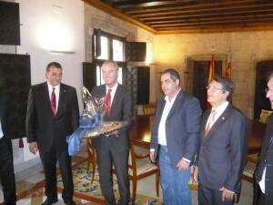 El president de la Generalitat con los directivos del gremio en el Palau/vlcciudad