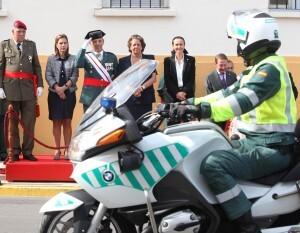 El general de la Guardia Civil preside el desfile de los efectivos con las demás autoridades/delgobvlc