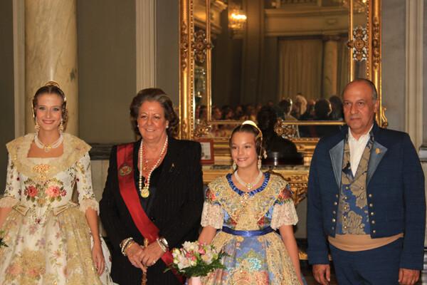 Las Falleras Mayores de Valencia 2013 con Rita Barberá y Paco Lledó
