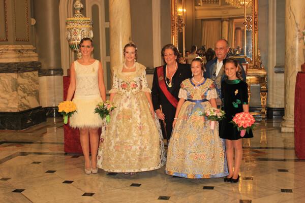 Las Falleras Mayores de 2012, la alcaldesa y el edil de Fiestas y las nuevas reinas de las fallas 2013