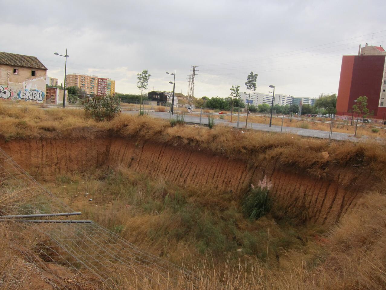 Ël socavón existente en la zona cercana al colegio de Malilla/eu