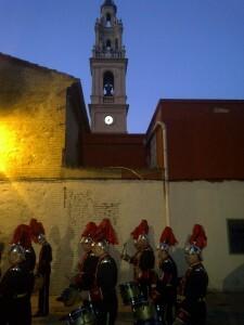 El grupo de percusión de San Luis Bertrán durante el pasacalle/vlcciudad
