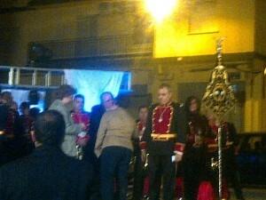 La viuda de Pascual Ribera, Agueda Romero, recibe el tributo de la banda de San Luis Bertrán/jmsc