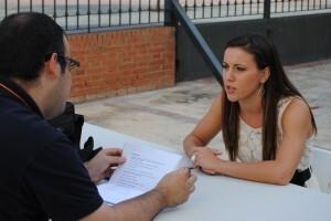 Teresa Ferrer durante la entrevista en el patio exterior de la Junta Central Fallera/sergio blanco