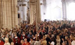 Una multitud de personas asistió al acto religioso de la procesión cívica/AVAN