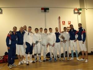 Los tiradores de la Guardia Real, de azul, con los del equipo valenciano